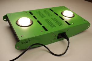 Die Farbtemperatur der LED-Pflanzenlampe SunflowPro von pro-emit beträgt 3500K